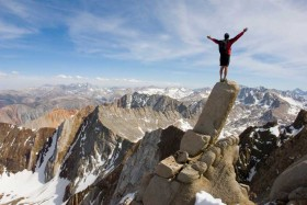 """""""אני בוחר להיות בלתי ניתן לעצירה. אני גדול יותר מכל הדאגות והפחדים שלי. הכח של אחרים מחזק אותי על בסיס יומי. אני מתמקד במטרה שלי. אני סומך על האינטואיציה שלי וחי חיים מלאי אומץ."""""""