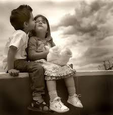 """""""מדוע אנו סוגרים את העיניים כאשר אנו מתפללים? כאשר אנו בוכים? כאשר אנו חולמים? או כאשר אנו מתנשקים? מכיוון שאנו יודעים שהדברים היפים ביותר בחיים לא נראים, אלא מורגשים בלב."""""""